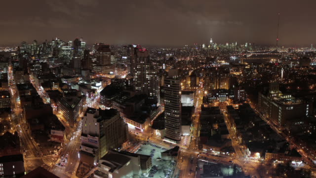 ws t/l pan view of city with skyline / brooklyn, new york, united states - brooklyn new york stock videos & royalty-free footage