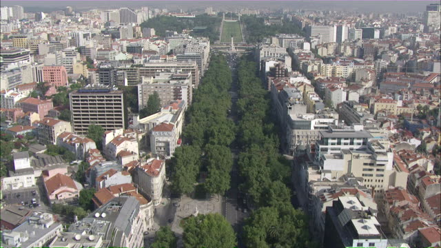 stockvideo's en b-roll-footage met ws pov view of cityscape at liberdade avenue / lisbon, portugal - liberdade