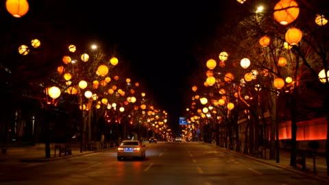 stockvideo's en b-roll-footage met mening van stadsgezicht bij nacht tijdens chinees festival van de lente, xi'an,china. - brede straat
