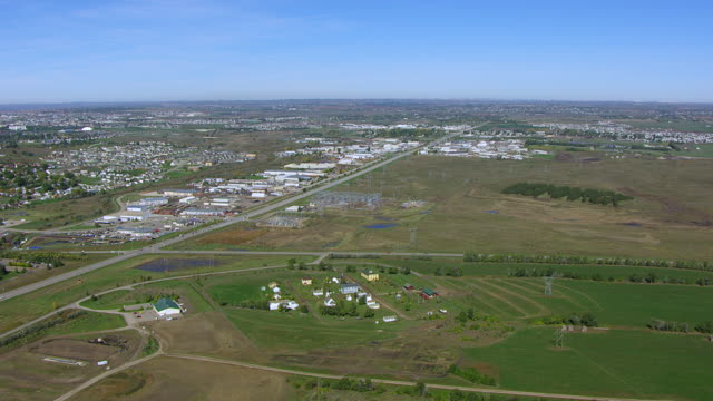 ws aerial pov view of cityscape / bismarck, north dakota, united states - bismarck north dakota stock videos & royalty-free footage