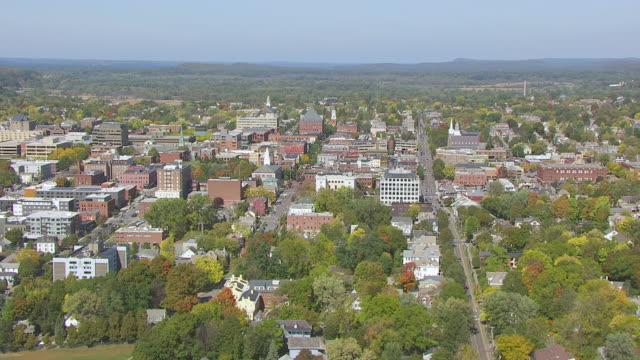 ws aerial pov view of cityscape / burlington, vermont, united states - burlington vermont bildbanksvideor och videomaterial från bakom kulisserna