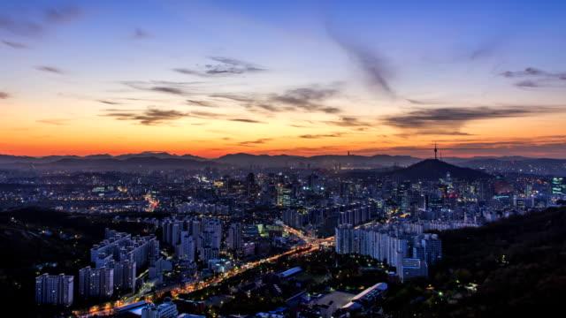vídeos de stock, filmes e b-roll de view of cityscape in seodaemungu area at sunset () - time lapse da noite para o dia