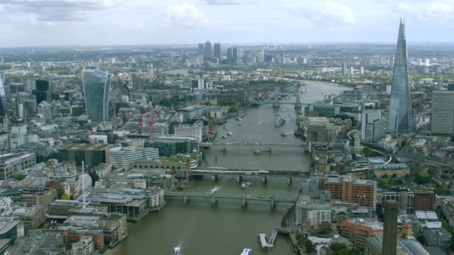 ws aerial pov view of cityscape / london, england, united kingdom - city of london stock videos & royalty-free footage