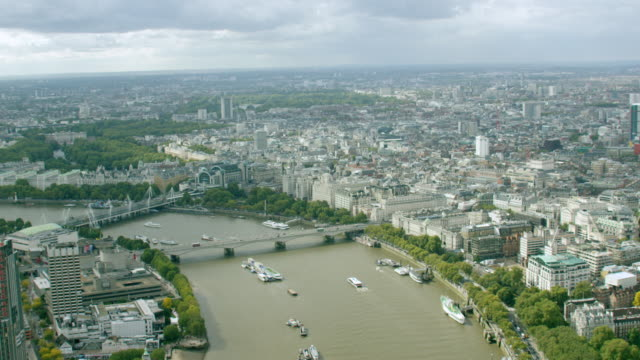 ws aerial pov view of cityscape / london, england, united kingdom - river thames stock videos & royalty-free footage