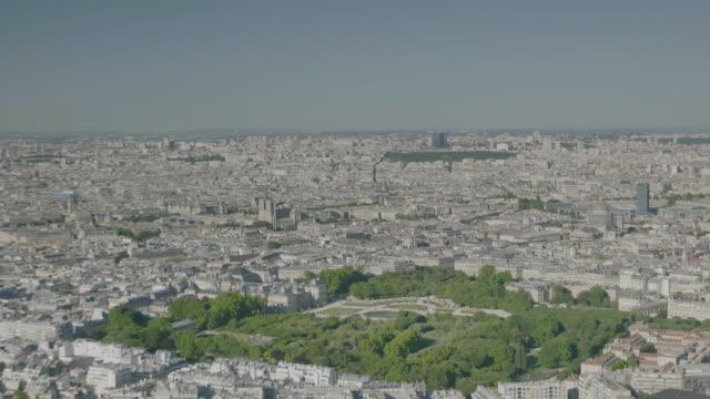 vidéos et rushes de ws aerial view of cityscape / paris, france - plan large