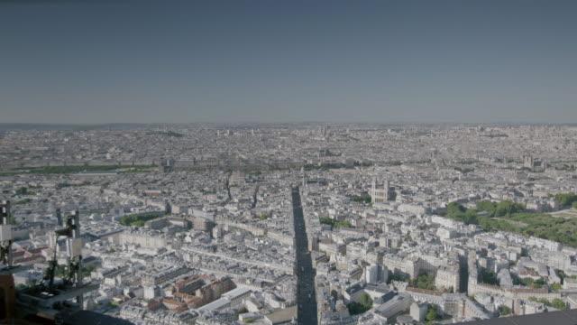 ws aerial view of cityscape / paris, france - orizzonte su terra video stock e b–roll