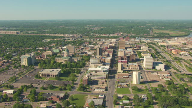 ws aerial ds view of cityscape / topeka, kansas, united states - kansas stock-videos und b-roll-filmmaterial