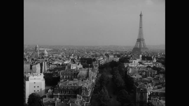 ws ha view of cityscape with eiffel tower / paris, france - eiffelturm stock-videos und b-roll-filmmaterial