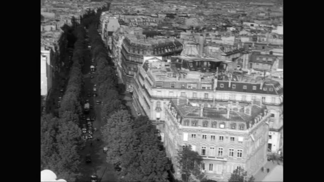 ws ha pan view of cityscape with eiffel tower, traffic moving on street / paris, france - 1950年点の映像素材/bロール