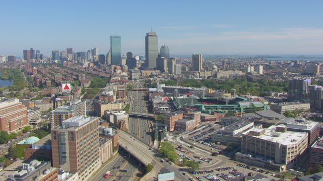 ws aerial pov view of cityscape with massachusetts turnpike street / boston, massachusetts, united states  - boston massachusetts点の映像素材/bロール