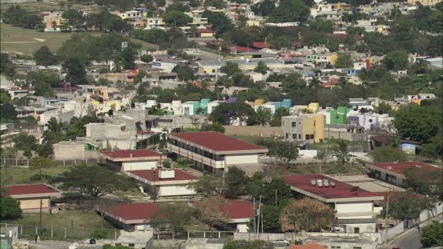 vídeos y material grabado en eventos de stock de ws tu zo view of cityscape with mexican flag and ocean in background / merida, yucatan, mexico - mérida méxico
