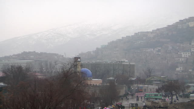 ws view of cityscape with mountain in background / kabul afghanistan - kabul stock videos and b-roll footage