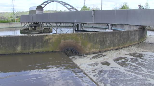 vídeos y material grabado en eventos de stock de ms pan view of clarifying basin at purification plant / konz, rhineland-palatinate, germany - sewerage