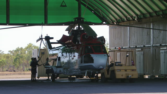 ms view of cleaning helicopter after flight / truscott, western australia, australia - refuelling stock videos & royalty-free footage
