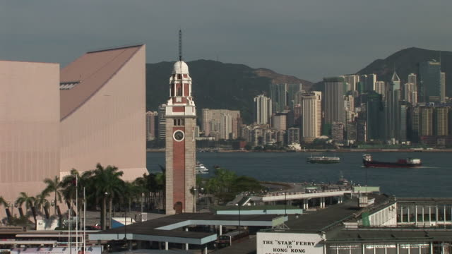 vídeos y material grabado en eventos de stock de view of clock tower in hong kong china - pasear en coche sin destino