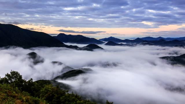 view of cloud sea over mountain range in pyeongchanggun, gangwon province - ローカルな名所点の映像素材/bロール