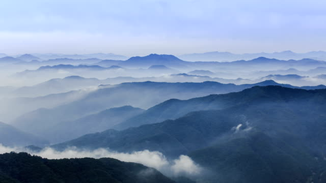 view of cloud sea over mountain range of soyangkang river basin in chuncheon, gangwon province - ローカルな名所点の映像素材/bロール