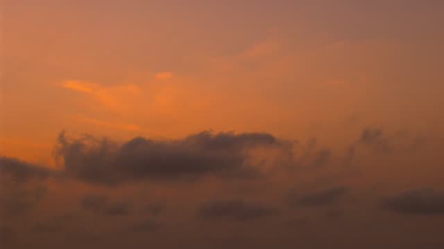 vidéos et rushes de ms aerial zi view of clouds at sunset / melbourne, victoria, australia - ciel seulement