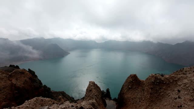 vídeos y material grabado en eventos de stock de view of cloudsea in cheonji of baekdu mountain - parque nacional crater lake