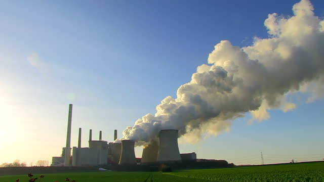 ws la view of coal power plant neurath / neurath, north rhine westphalia, germany - 石炭点の映像素材/bロール