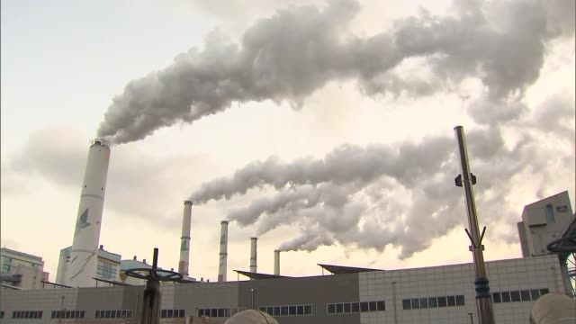 stockvideo's en b-roll-footage met view of coal-fired power station in taeangun, chungcheongnam-do, south korea - environmental issues