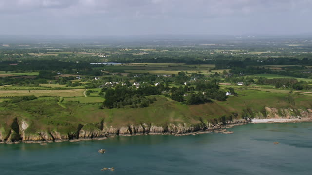 ws aerial view of coast and farm area / brittany, channel isles - ブルターニュ点の映像素材/bロール