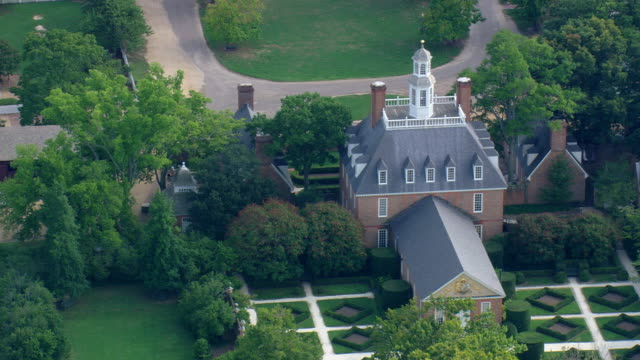 ws aerial zi ds view of colonial williamsburg / virginia, united states - colonial stock videos & royalty-free footage