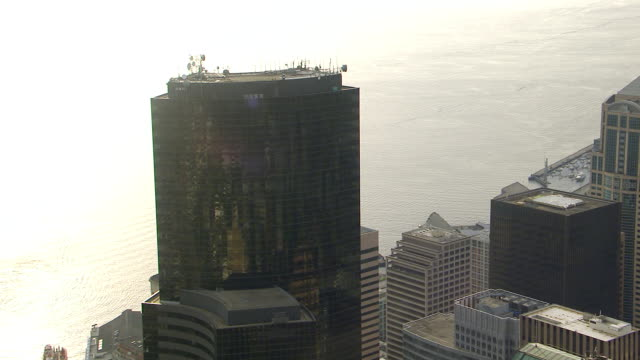 ws aerial zi zo view of columbia center skyscraper / seattle, washington, united states - columbia center stock videos & royalty-free footage