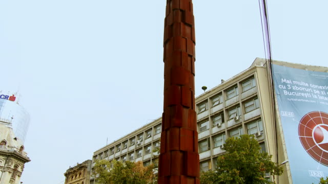 stockvideo's en b-roll-footage met ms td pan view of column as part of holocaust memorial / bucharest, romania - romania