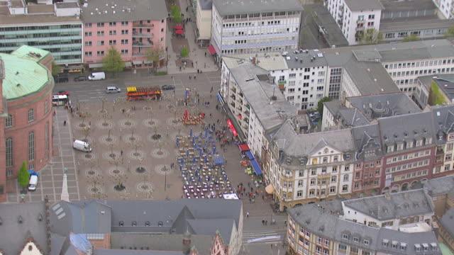 ws aerial tu view of concert hall to saint paul's church / frankfurt main, hesse, germany - städtischer platz stock-videos und b-roll-filmmaterial