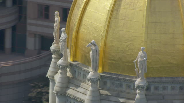ms aerial pov view of connecticut state capitol's gold dome / hartford, connecticut, united states - dome stock videos & royalty-free footage