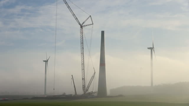 ws view of construction of a wind turbine / kirf, rhineland palatinate, germany - turbine stock-videos und b-roll-filmmaterial