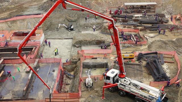 vídeos de stock, filmes e b-roll de view of construction site - pedreira
