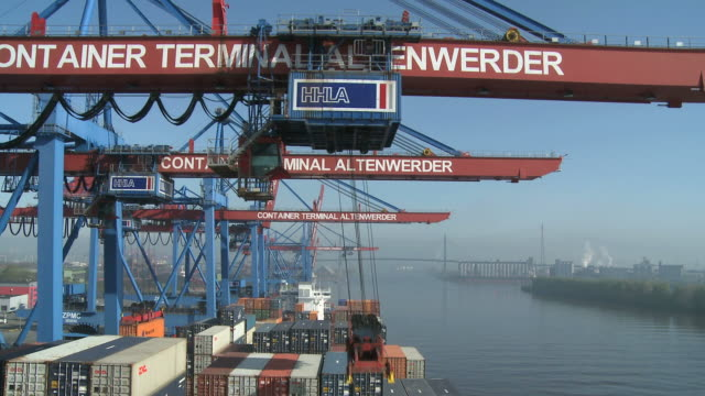 ws view of container ships at container terminal altenwerder / hamburg, hamburg, germany - scrittura occidentale video stock e b–roll