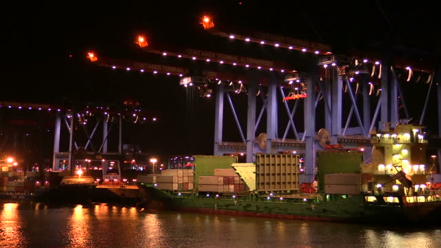 ws pov view of container terminal altenwerder, harbour / hamburg, germany - loading stock videos & royalty-free footage