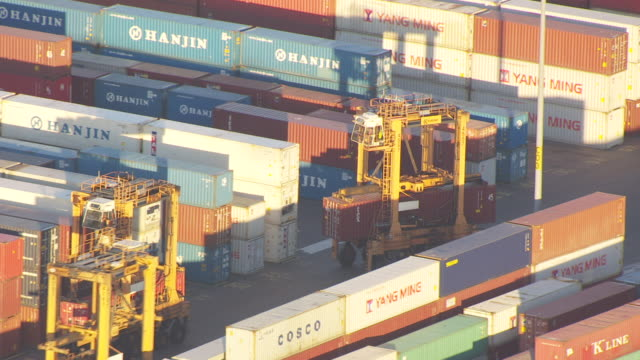 ms aerial ts view of container transporters moving through container terminal at elizabeth marine terminal at port / newark, new jersey, united states - new jersey stock-videos und b-roll-filmmaterial
