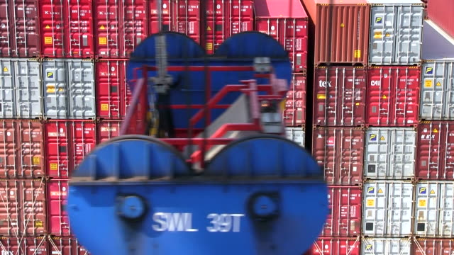 ms view of containers at tollerort container terminal, hamburg harbour / hamburg, germany - container stock-videos und b-roll-filmmaterial