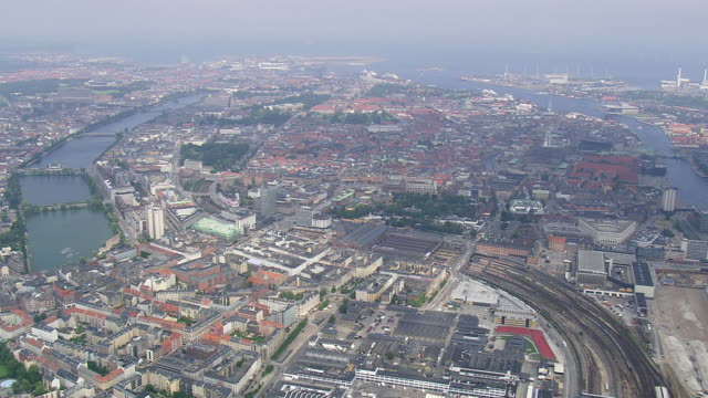ws aerial zi view of copenhagen center / copenhagen, denmark - kopenhagen stock-videos und b-roll-filmmaterial