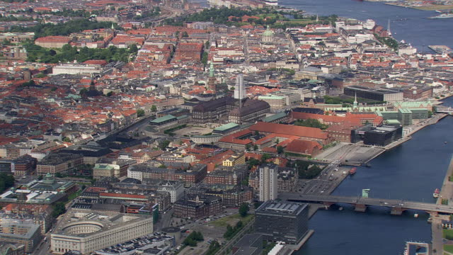 ws aerial zi pan view of copenhagen center / copenhagen, denmark - kopenhagen stock-videos und b-roll-filmmaterial