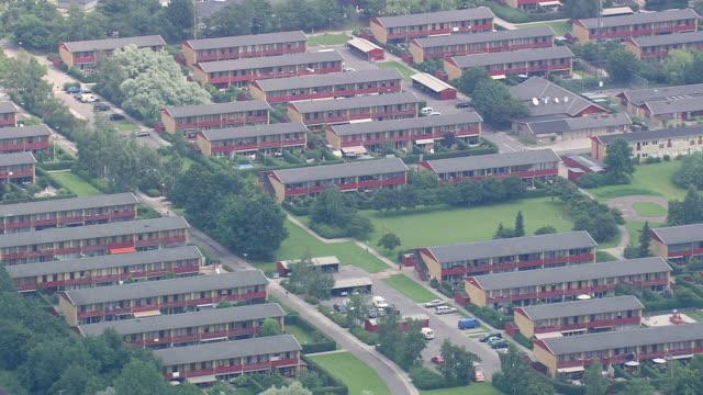 stockvideo's en b-roll-footage met ws aerial view of copenhagen suburbs south / sjaelland, denmark - buitenwijk