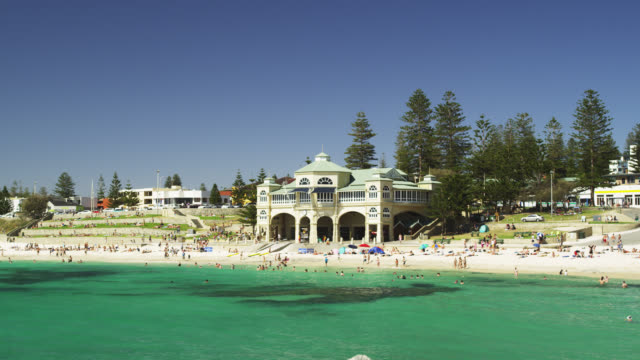 ws pan view of cottesloe beach with pavilion and people in background  / perth, western australia, australia - pavilion stock videos & royalty-free footage