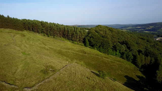 View of countryside in Hope Valley near Bamford, Peak District National Park, Derbyshire, England, United Kingdom, Europe