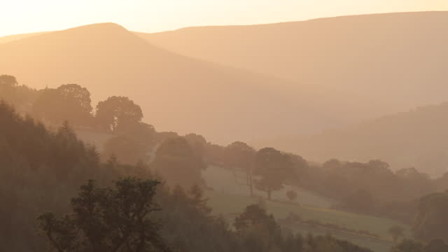 stockvideo's en b-roll-footage met view of countryside near hathersage at sunset, derbyshire, england, uk, europe - derbyshire