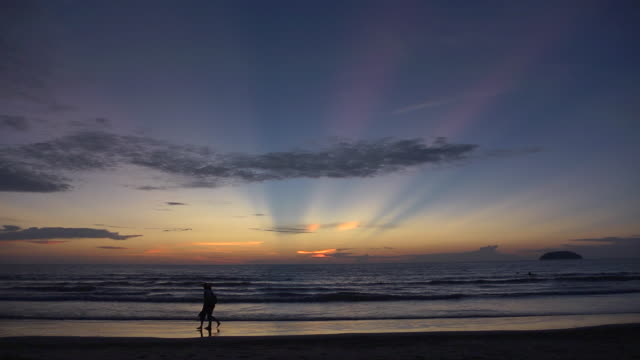 WS View of Couple walking on beach at sunset time / Kota Kinabalu, Sabah, Malaysia