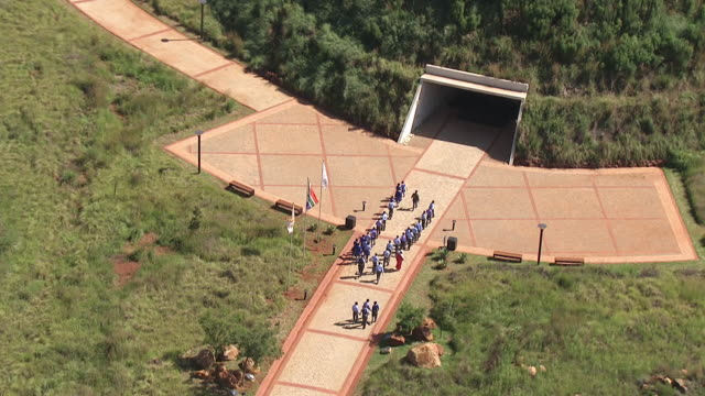 ms aerial zo view of cradle of humankind / south africa - gemeinsam gehen stock-videos und b-roll-filmmaterial