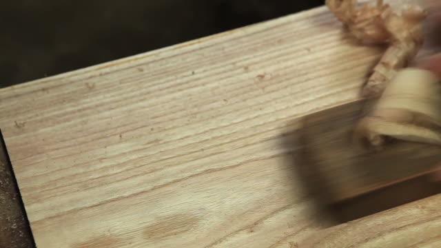 vídeos y material grabado en eventos de stock de view of craftsman who plane a board - herramienta de mano