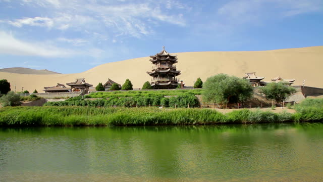 stockvideo's en b-roll-footage met view of crescent moon spring /dunhuang, gansu, china - pagode