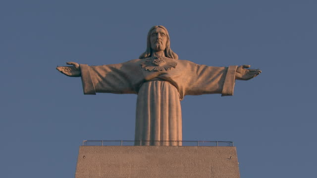 "ms view of ""cristo rei"" at night / almada, setubal, portugal - portuguese culture stock videos & royalty-free footage"