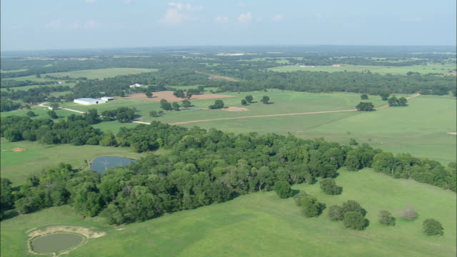 ws aerial view of crossing the red river into texas / texas, united states - fluss red river stock-videos und b-roll-filmmaterial