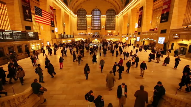 WS TU TL View of Crowd and interior of Grand Central Terminal at Commuting time / New York, United States